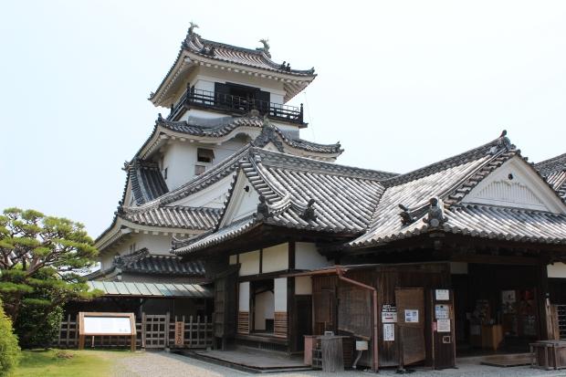 front of Kochi castle