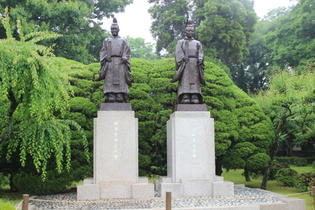 suizenji garden, hosokawa statues