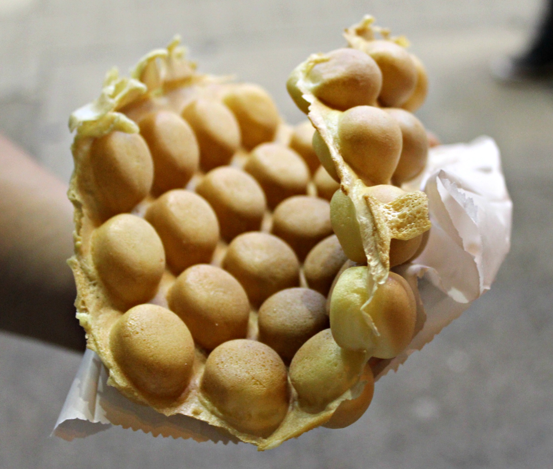 Hong Kong} Of Egg Tarts and Egg Waffles | {Japan-Hub.com}