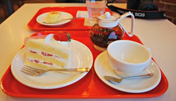 strawberry cake and cheesecake