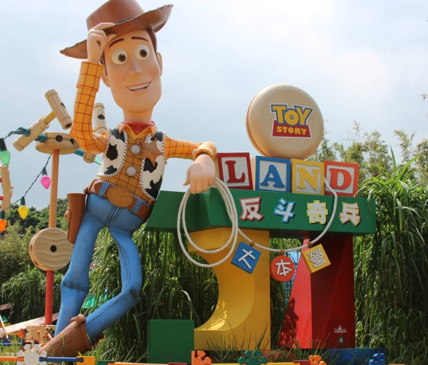 toy story land sign 2