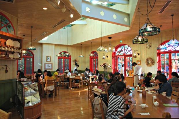 straw hat cafe interior